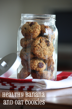 healthy banana and oat cookies